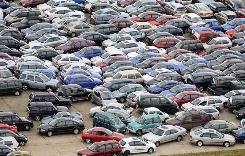 Самую безумно загруженную парковку в мире показали на видео