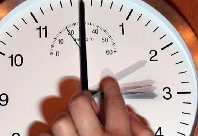 В Астраханской области могут снова перевести стрелки часов
