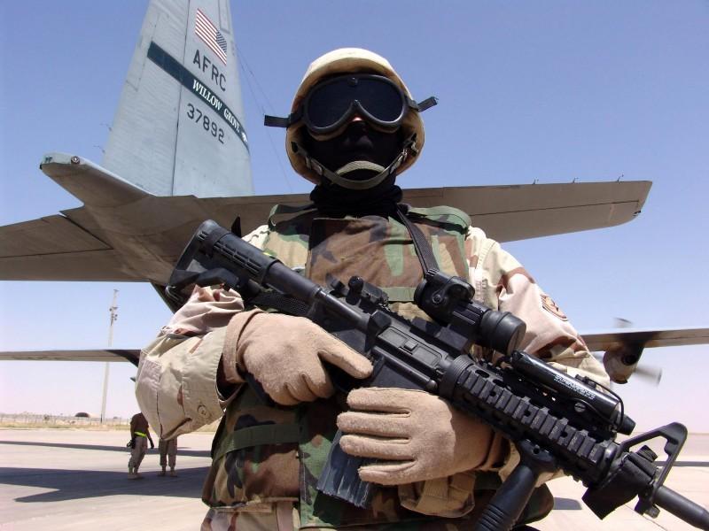 пассажирский самолет приземлился на военной базе