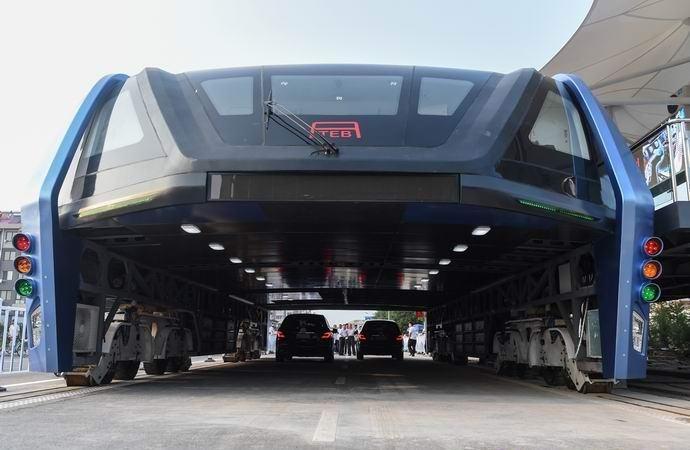 В Китае запустили инновационный автобус-портал