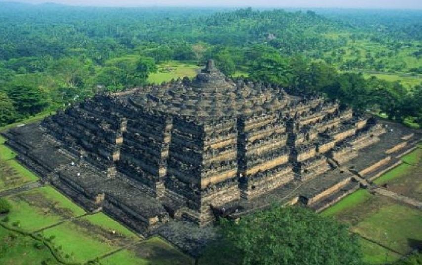 Древнюю рукотворную структуру нашли в лесах Индонезии
