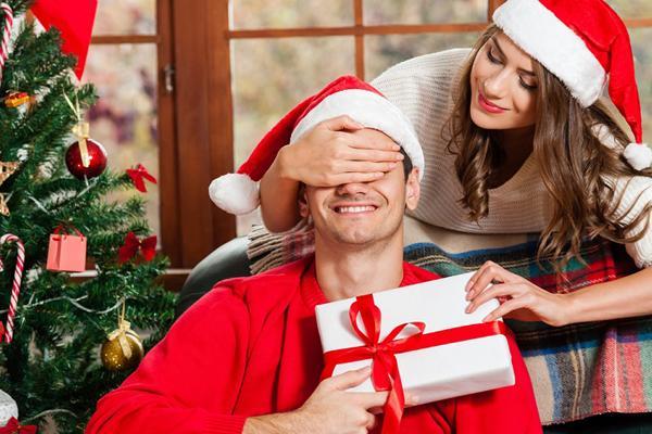 Новый год 2018: 5 сногсшибательных идей для подарка парню на Новый год