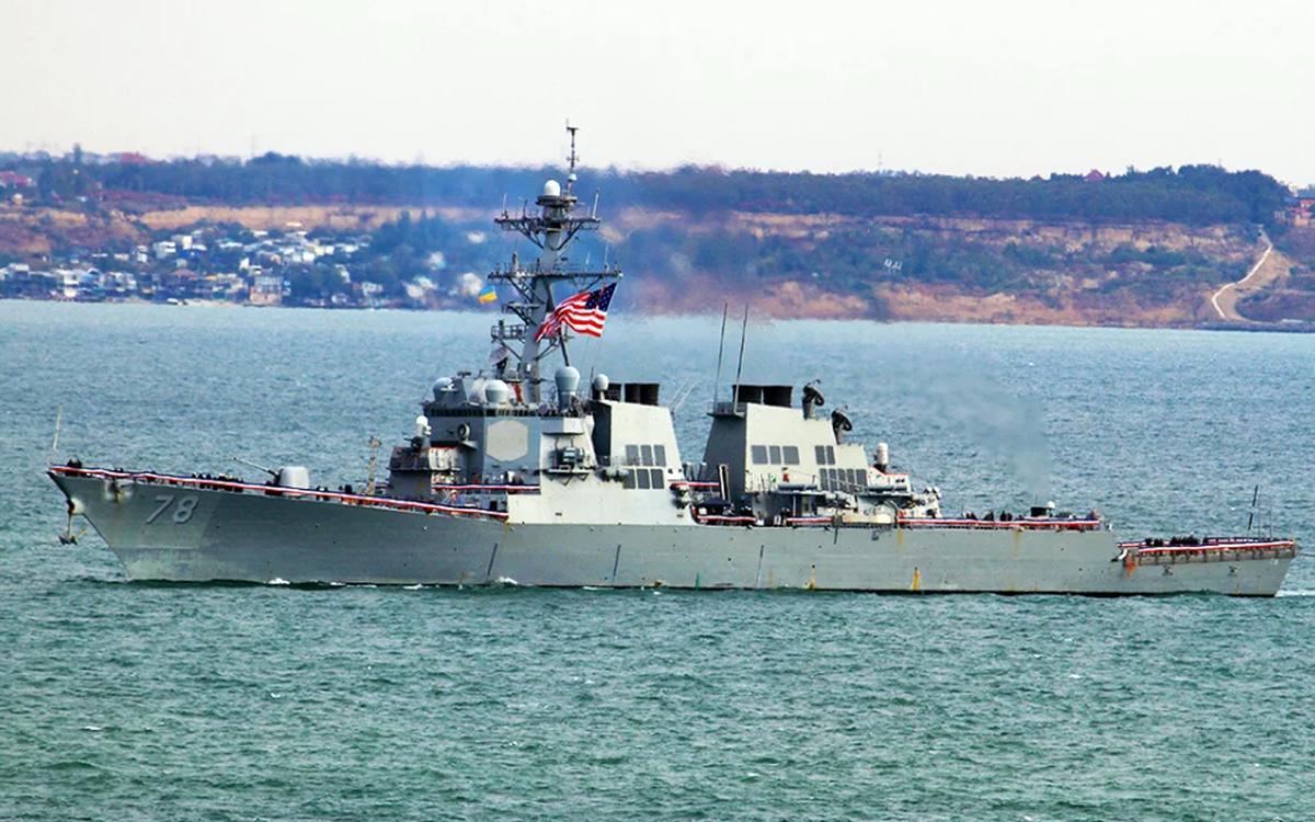 """Эсминец ВМС США """"Портер"""" вошёл в Чёрное море"""