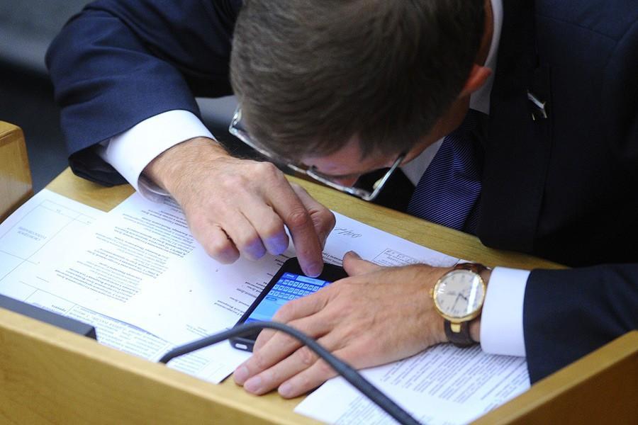 ФСБ будет наказывать чиновников за WhatsApp, Viber и Telegram