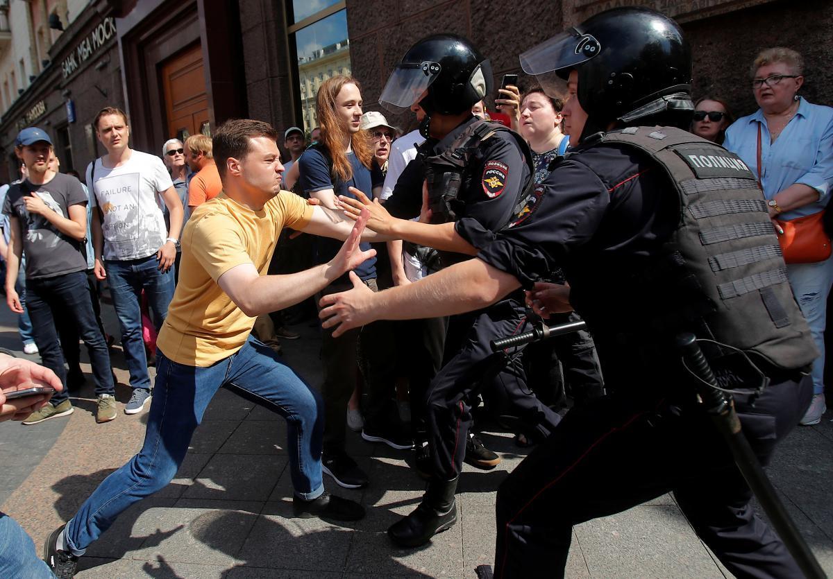 В МИД Китая заявили, что протесты в Москве являются попыткой вмешательства Запада во внутренние дела РФ