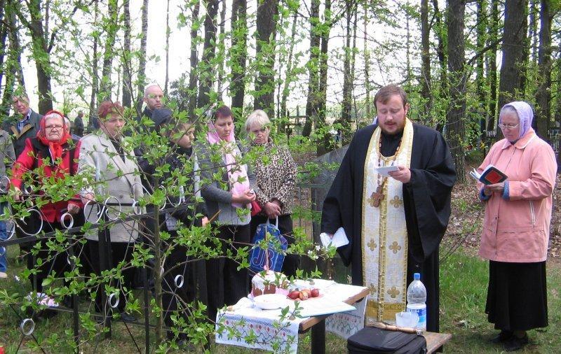 День особого поминовения усопших - Радоница, что нужно делать на кладбище
