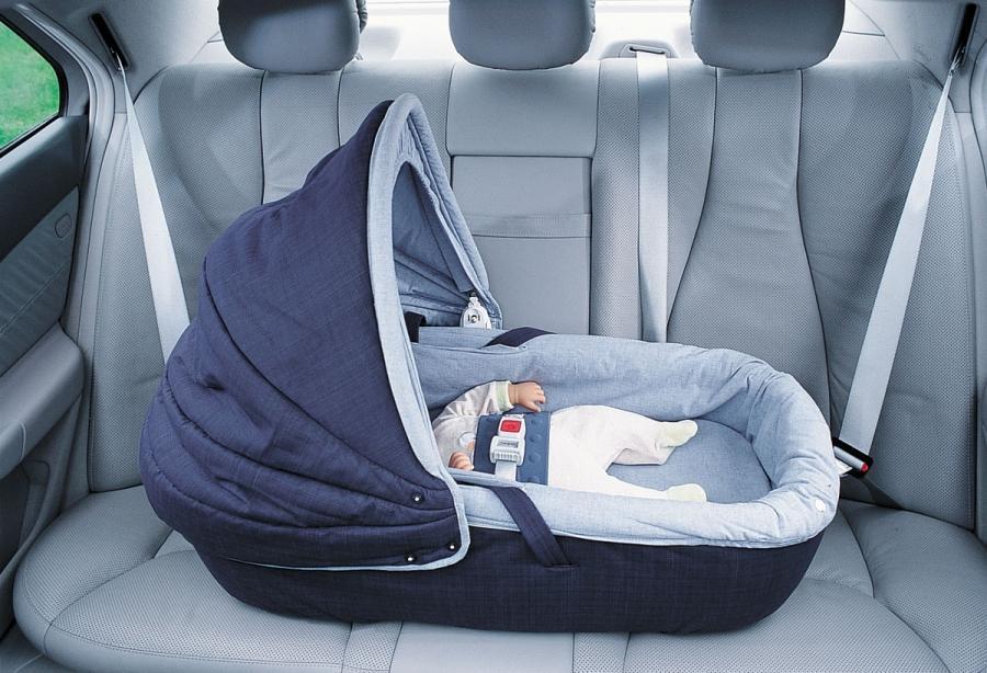 Ребенок в машине