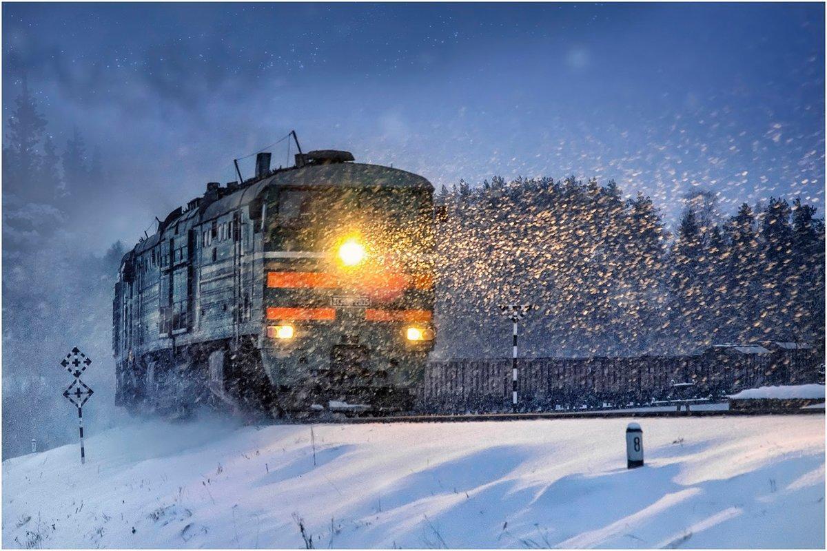 Поезд, следующий из Санкт-Петербурга в Астрахань, остановил снегопад