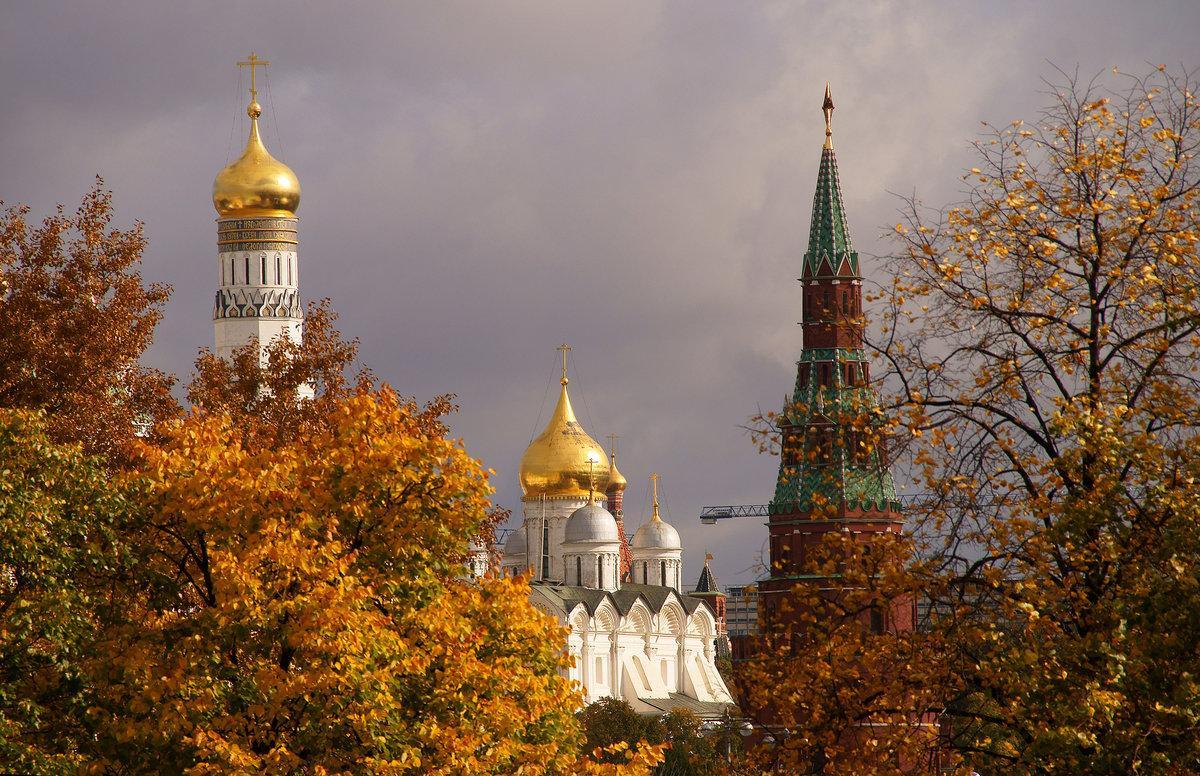 Сколько времени простоит аномально теплая погода в Москве, раскрыли синоптики