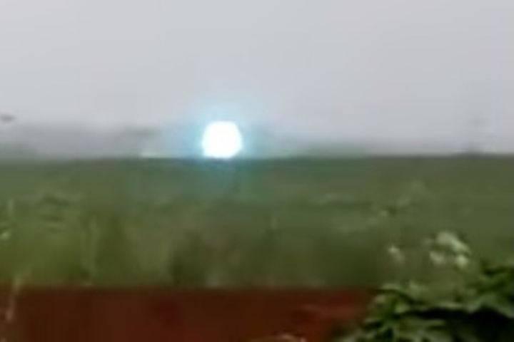 В Новосибирске сняли на видео шаровую молнию