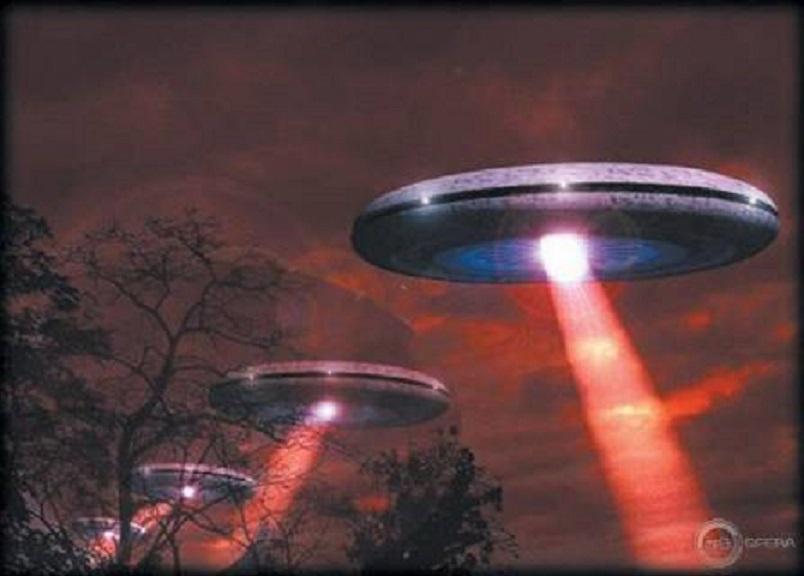 Массовые маневры НЛО устроили над Ригой: странные огни кружили над центром города