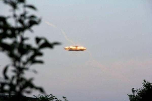Яркий НЛО завис над Девоном, пугая до смерти местных жителей