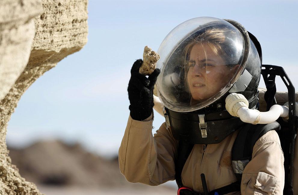 На Марсе таинственное растущее образование «прижало к стенке» ученых НАСА