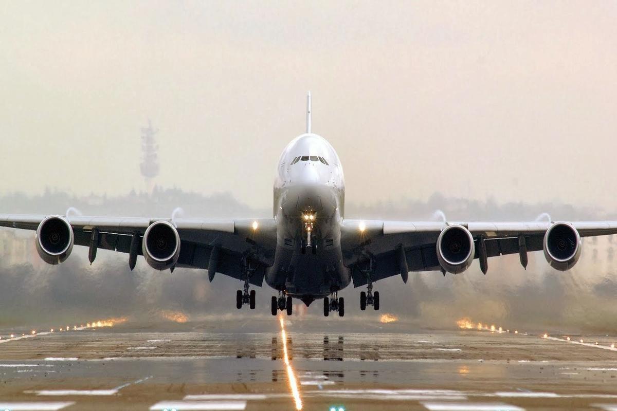 Самолёт сгорел в аэропорту Калифорнии
