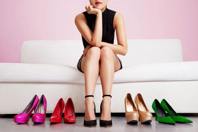 Ученые назвали 5 самых опасных видов женской обуви