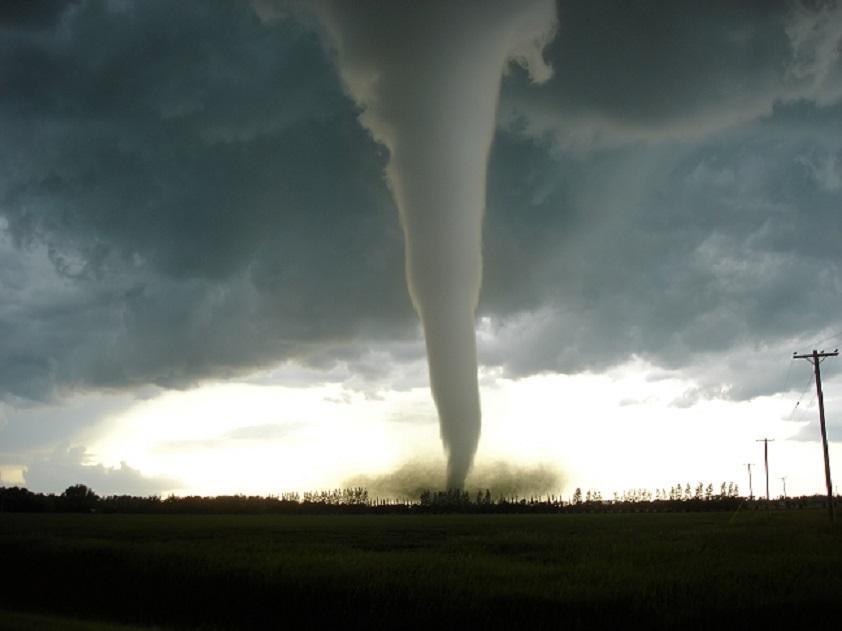 Торнадо в Белоруссии: разрушительный смерч обрушился на Витебскую область