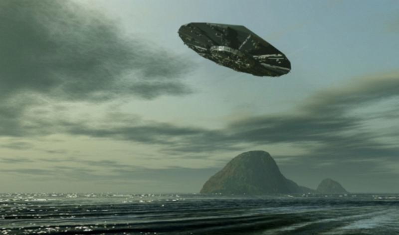 Огромный НЛО парил над пляжем в Дайтон-Бич