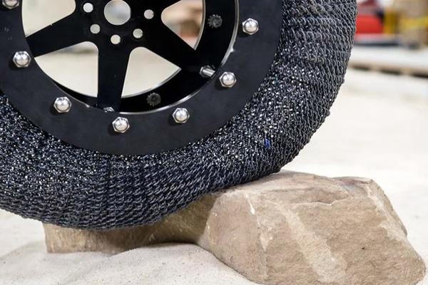 """Учёные NASA изобрели """"вечные"""" шины"""