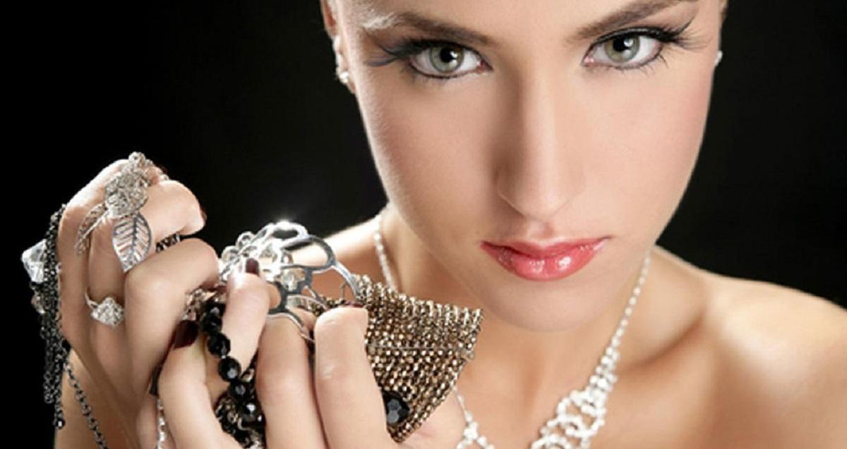 Как серебро и серебряные украшения влияют на судьбу и здоровье человека: народные поверья и мнения биоэнергетиков