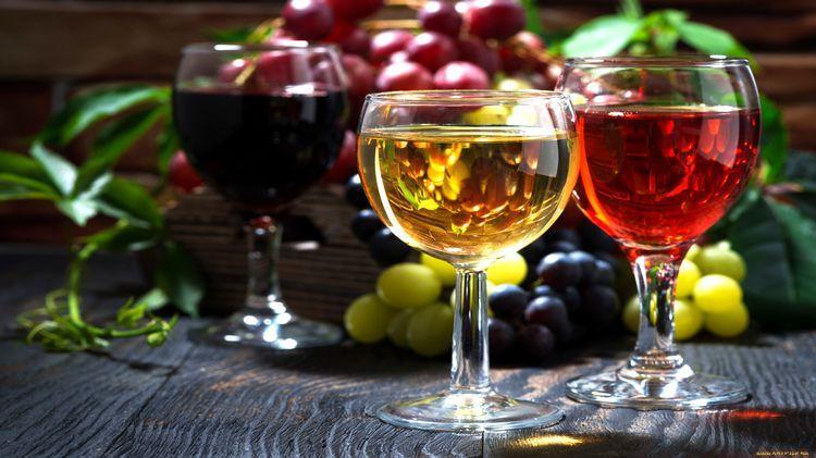 От какого алкоголя жители России откажутся накануне Нового года, рассказали эксперты