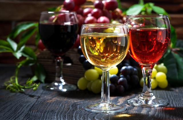 Красное или белое: какое вино оказалось вредней
