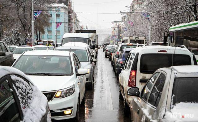 В Ростове-на-Дону из-за ледяного дождя появились гигантские пробки
