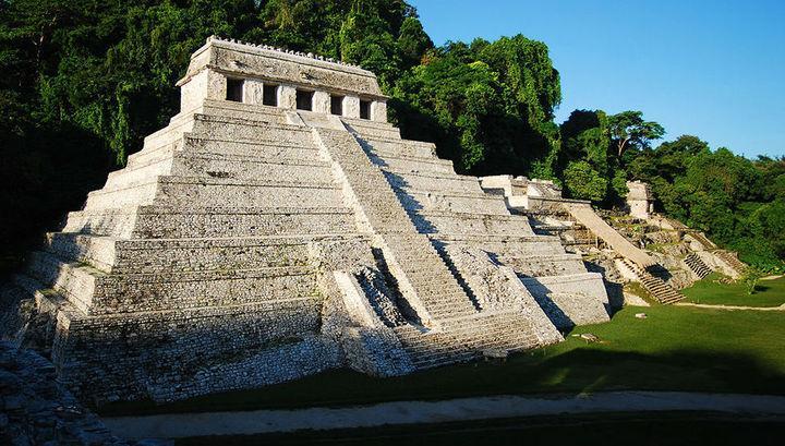 """В Мексике под древней пирамидой нашли """"путь в загробную жизнь"""