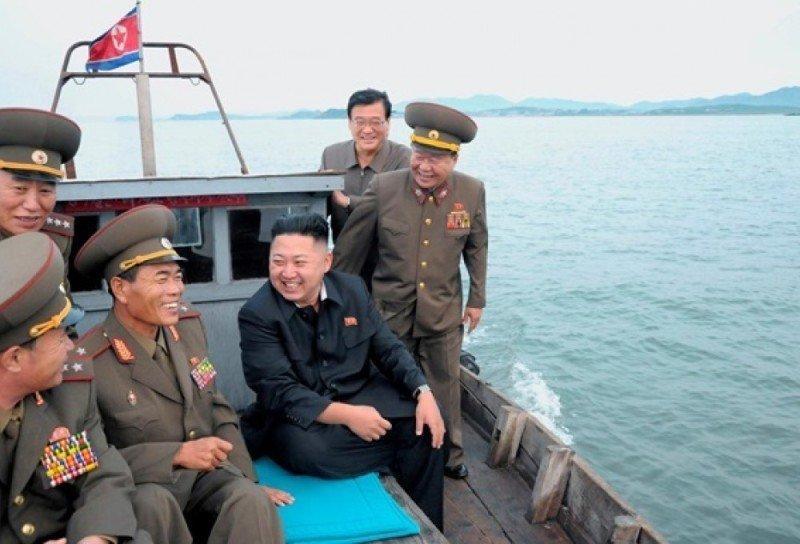 Баллистическая ракета КНДР упала в экономической зоне Японии