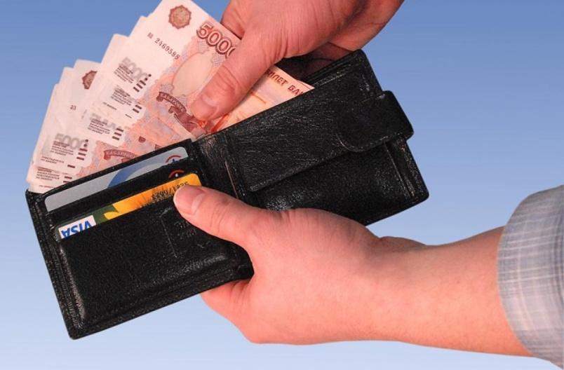 Средняя зарплата ростовчан достигла за первые шесть месяцев 29915 рублей