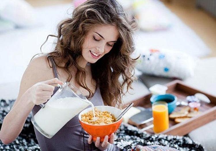 Диетологи назвали лучшие продукты для завтрака: помогают похудеть.