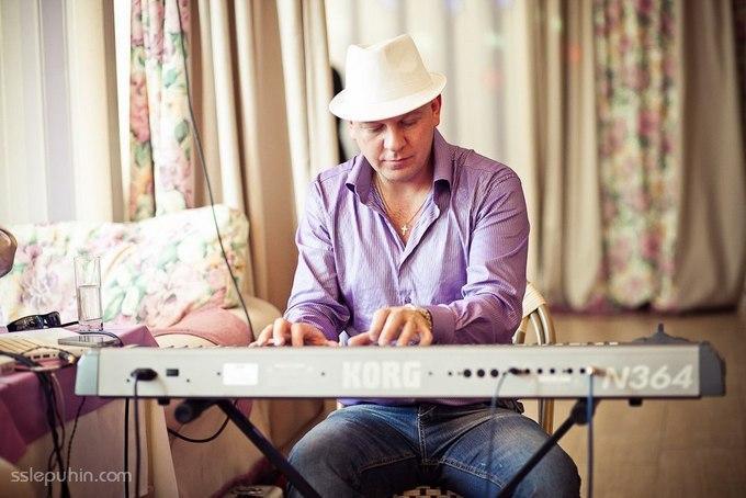 В Петербурге пианист Андреев начал свой 24-часовой концерт