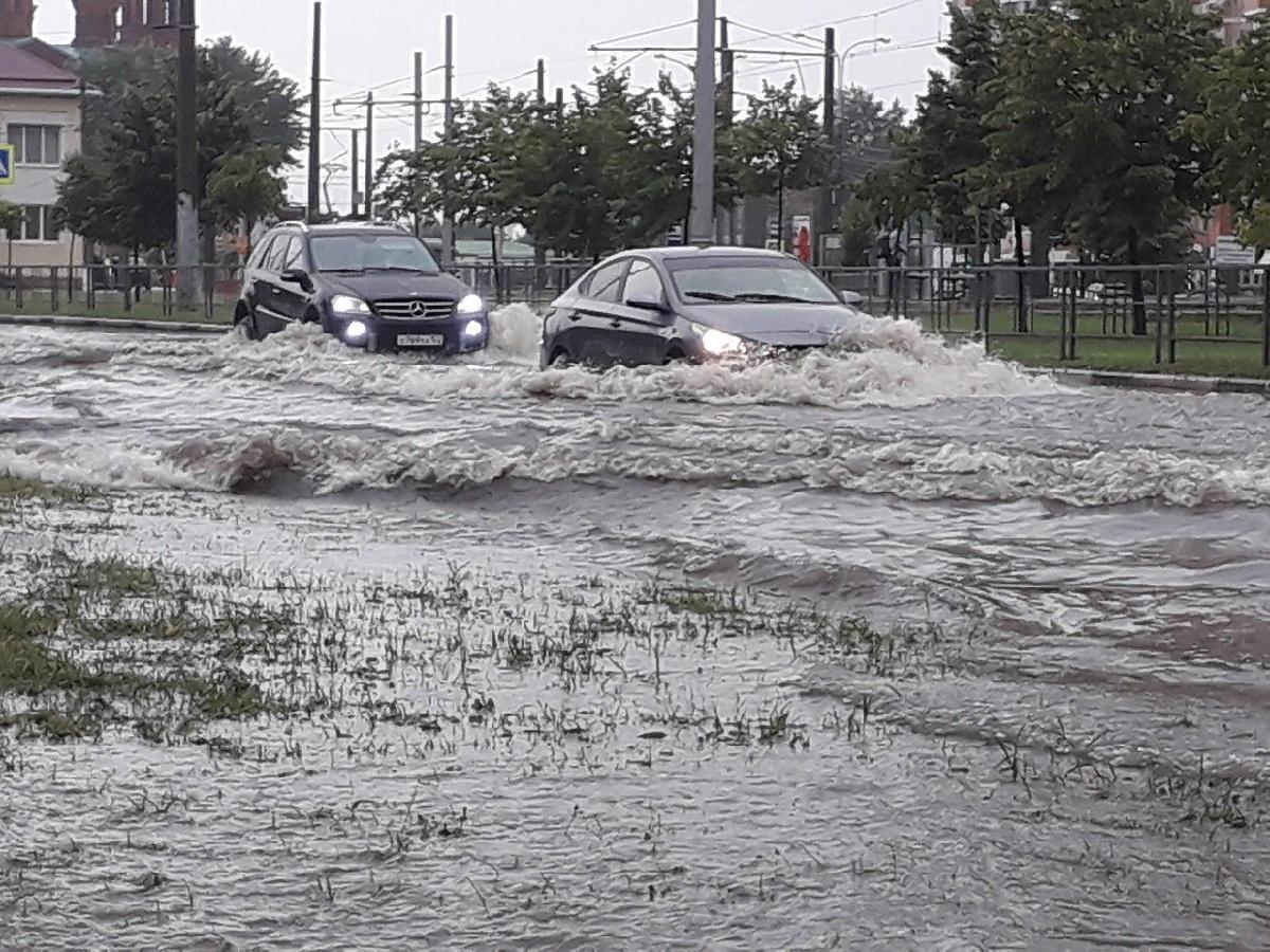 В Краснодаре, в результате ливня, затопило 30 улиц