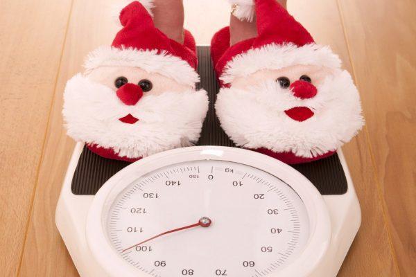 Вам понадобятся только весы: найден легкий способ избежать набора лишнего веса в новогодние праздники