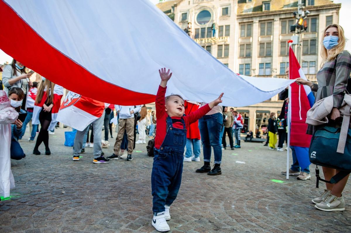 Белорусские эмигранты прошли маршем по Варшаве