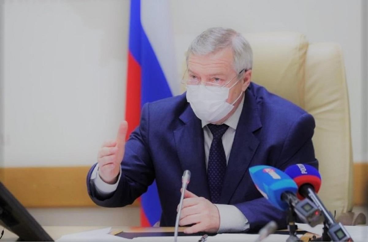 Василий Голубев в медицинской маске
