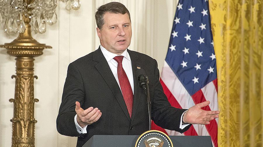 Российские «военные мускулы»: президент Латвии понял, что США не защитит Европу от России