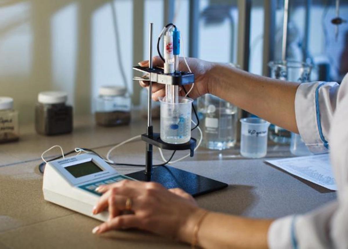 Проверка воды в лаборатории