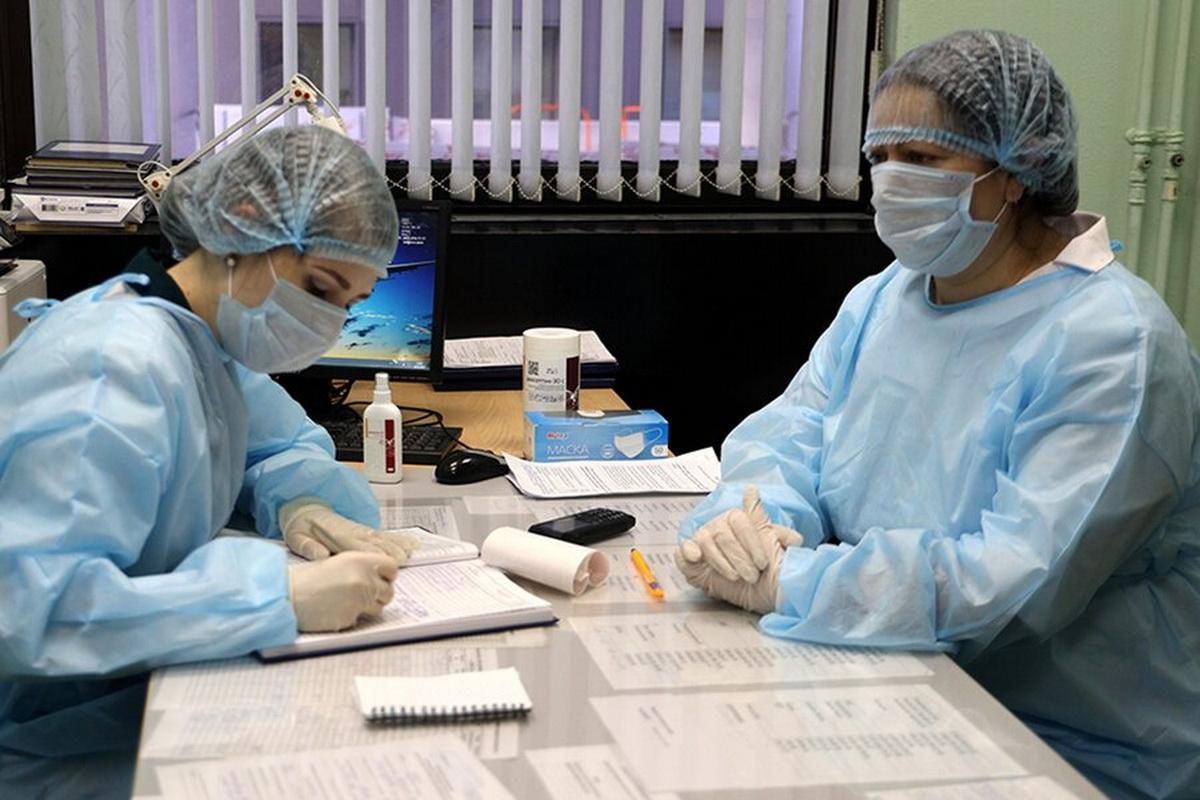 Медицинские работники в средствах индивидуальной защиты