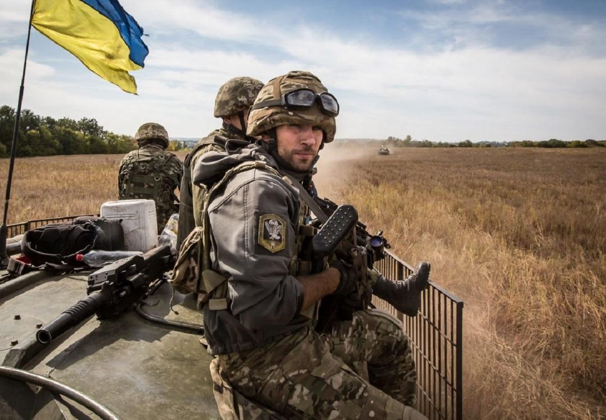 украинские военнослужащие уходят из армии