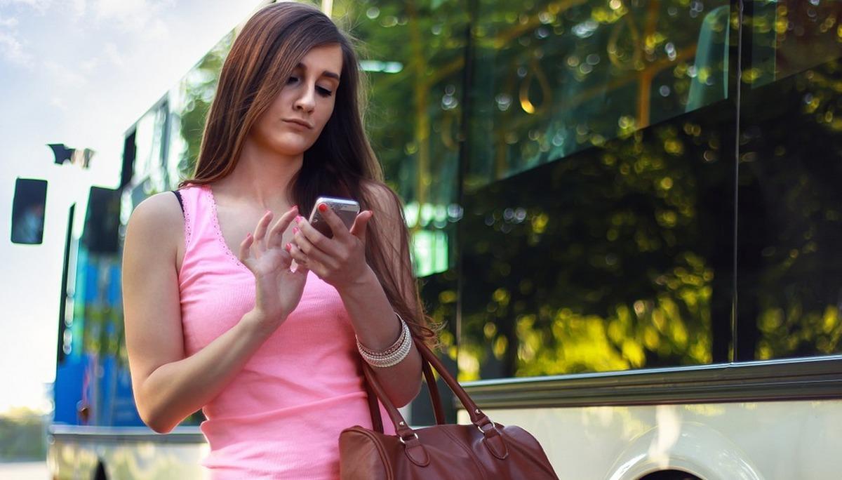 Приставы будут оповещать должников через СМС о запрете на выезд