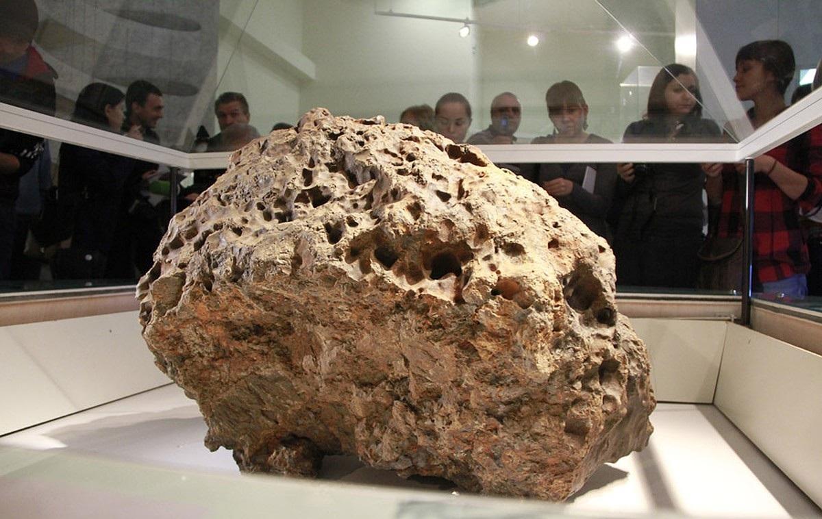"""Защитный купол челябинского метеорита неожиданно """"ожил"""" сам по себе"""