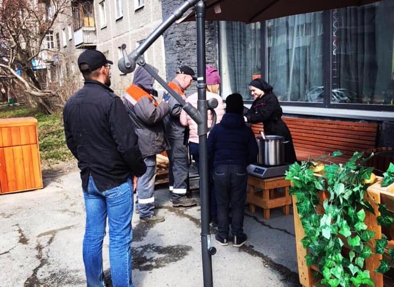 Уральский бизнесмен начал бесплатно кормить нуждающихся