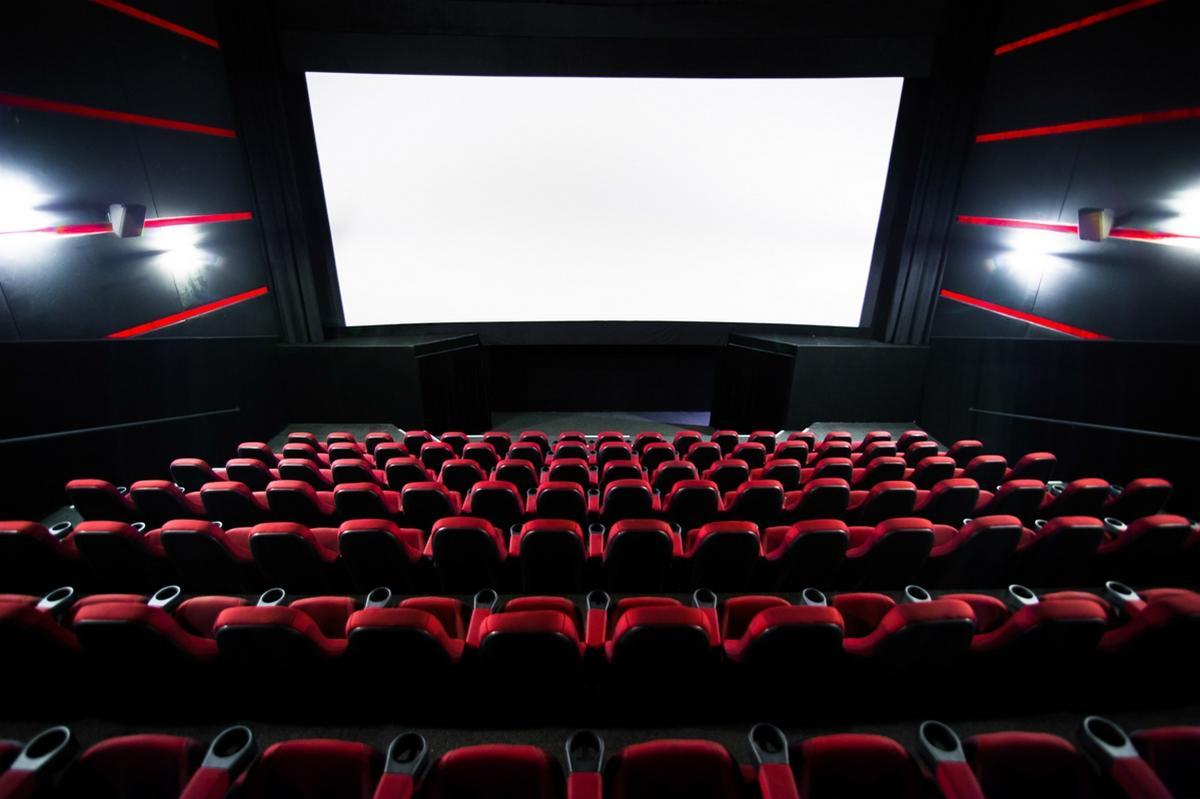 Кинотеатрам России рекомендовано временно приостановить проведение показов