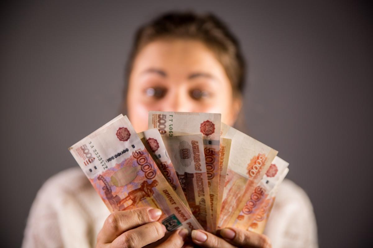 деньги руки рубли