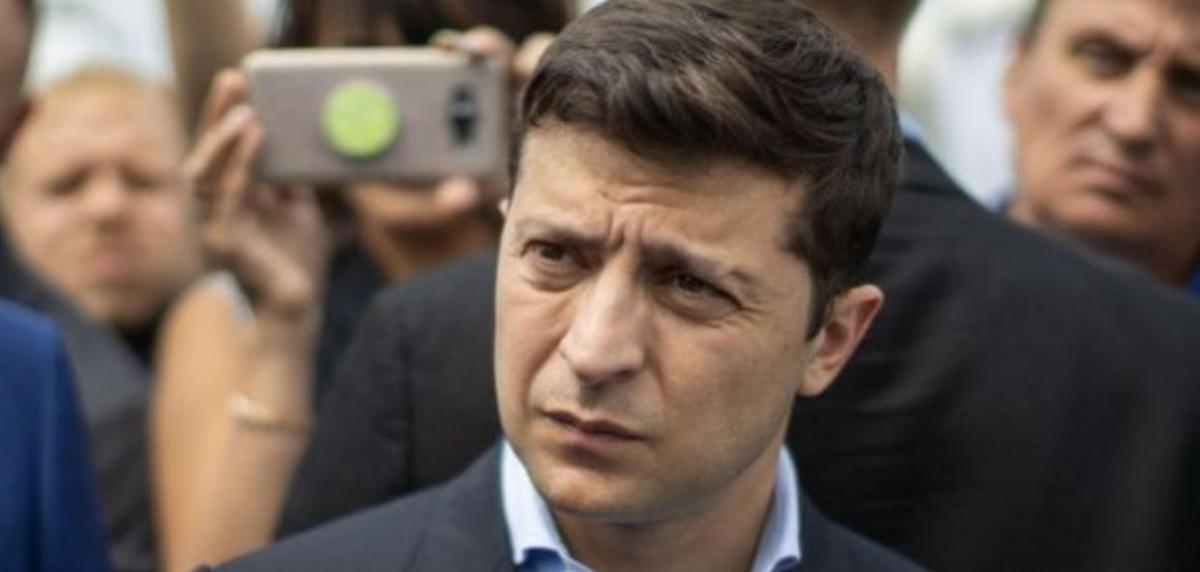 Зеленского просят сделать доллар национальной валютой Украины