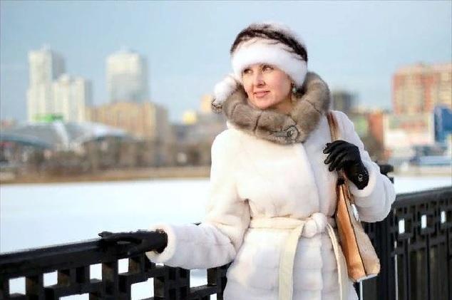 Как правильно выбрать зимнюю верхнюю одежду  советы для женщин, кому за 50 fc8b63bb788
