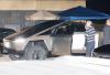 Илон Маск наделал шуму за рулем броневика Cybertruck в Малибу