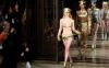 В Лондоне прошел эпатажный показ коллекции откровенных нарядов