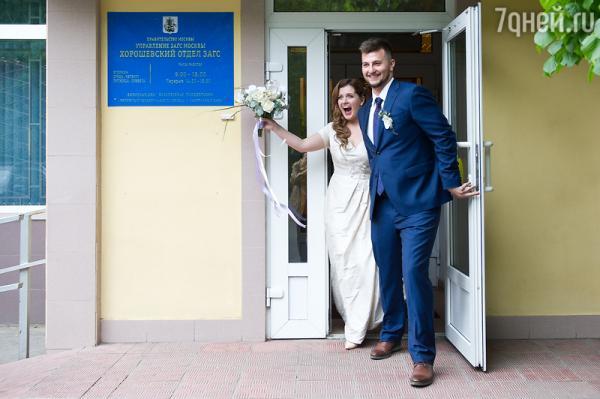 Анастасия Денисова и Богдан Осыка расписались в ЗАГСе